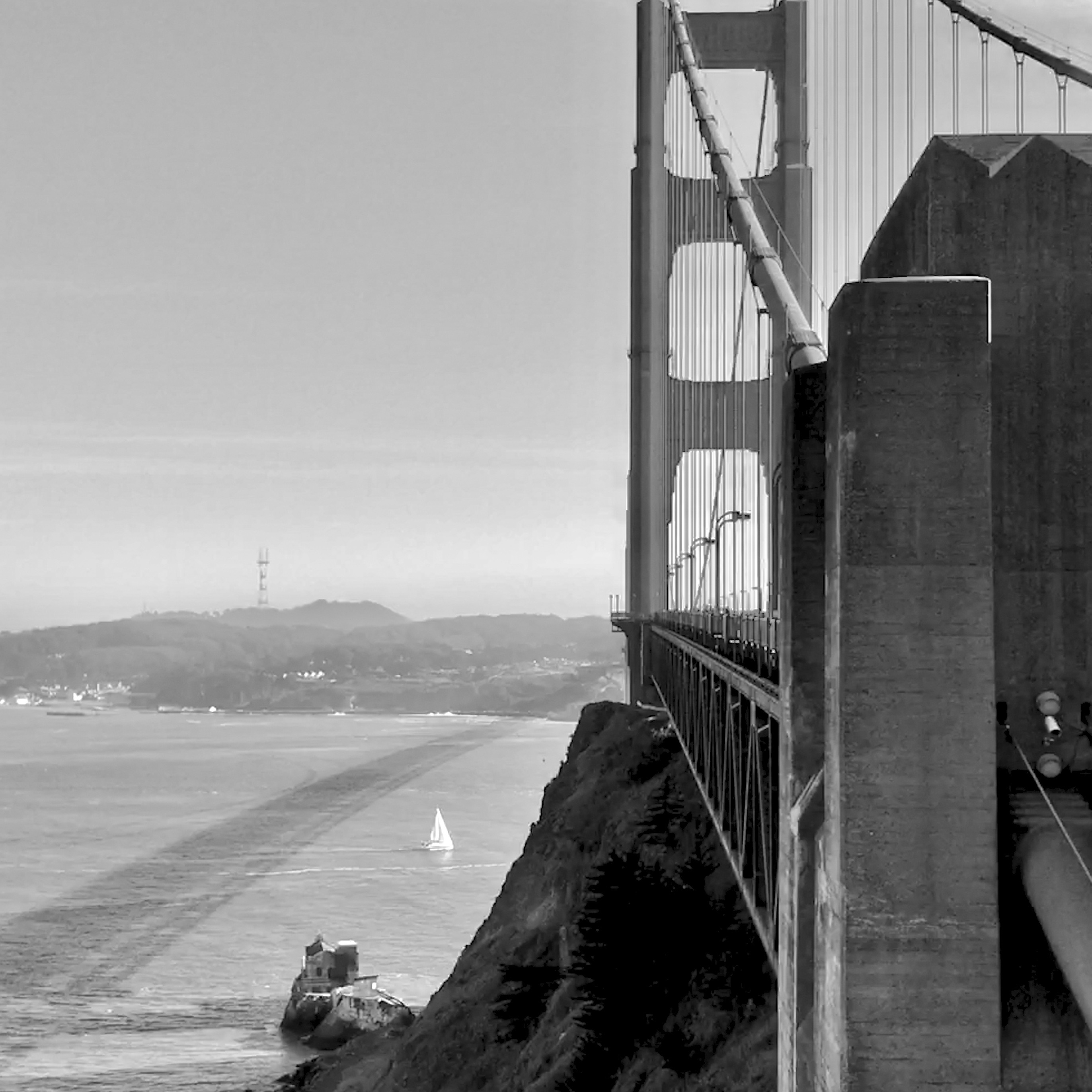 C - Golden Gate sideview b&w
